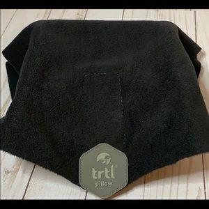 Trtl neck support travel pillow fleece wrap black
